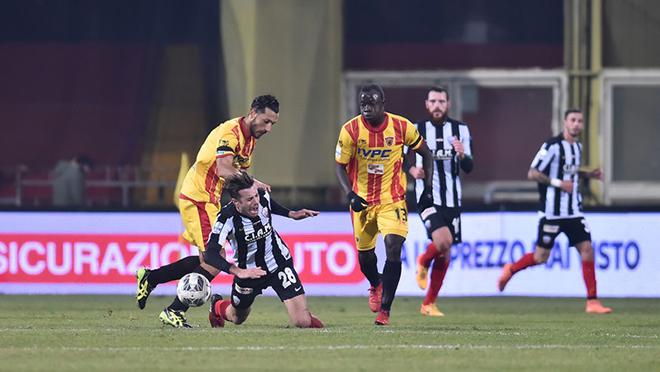 Tip bong da tran Benevento vs Ascoli – 00h00 - 30122019 – Giai Hang 2 Y (FA) (4)